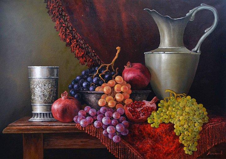 Кувшин и виноград