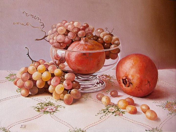 Два граната и виноград